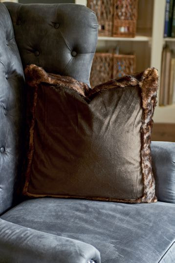 RM Canadian Faux Fur Border Pillow Cover brown 50x50 / Rivièra Maison